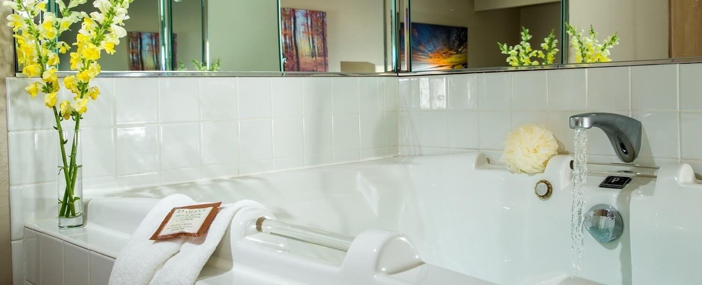 Whirlpool Tub in Grand Whirlpool Suite