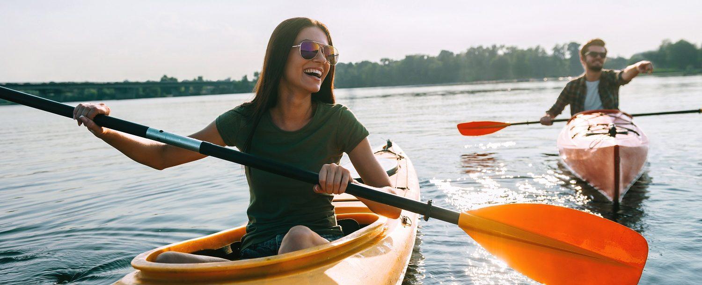 couple kayaking to horseshoe island